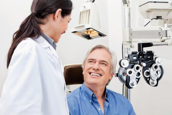 man_at_eye_checkup